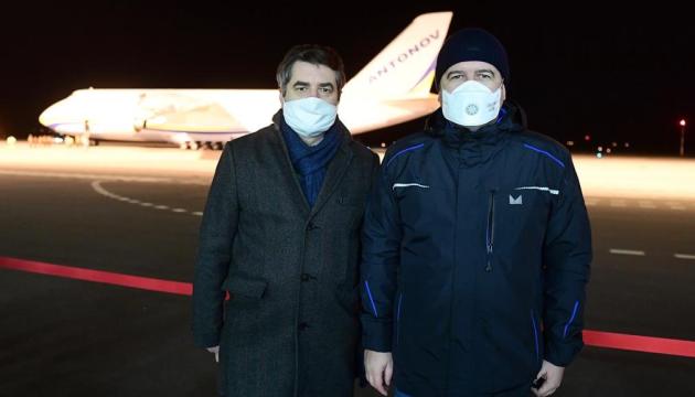 Украинский Ан-124 привез в Чехию из Китая 100 тонн медицинского груза