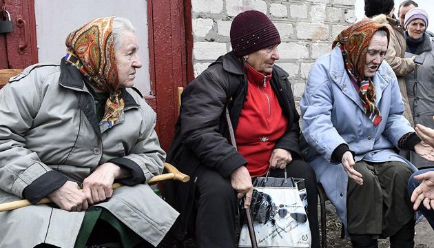 Минздрав просит пожилых людей меньше ездить по стране