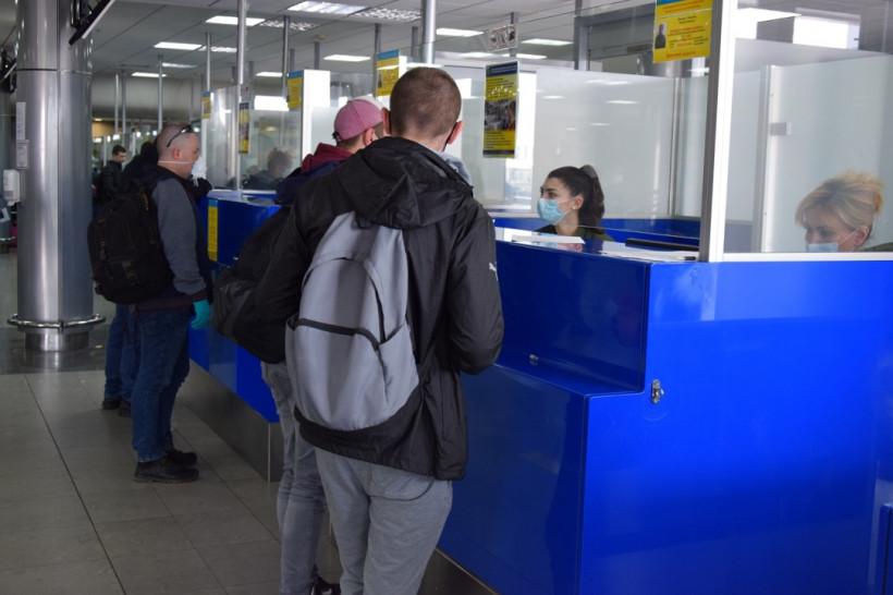 Закрытие границы: за последние сутки на родину вернулись свыше 37 тысяч украинцев