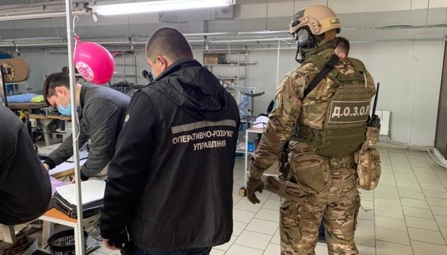 Незаконный экспорт масок: силовики раскрыли сговор, в трех областях провели обыски