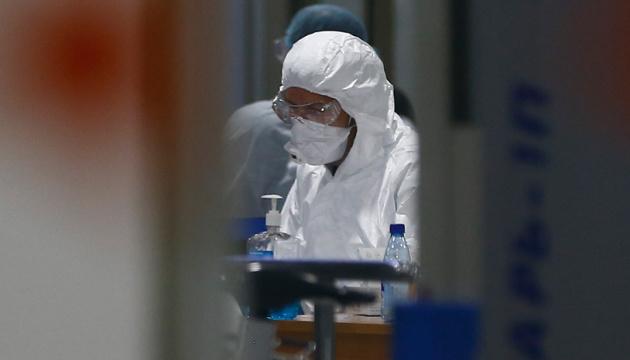 Герои снимают маски: в Ухане закрыли последнюю временную больницу
