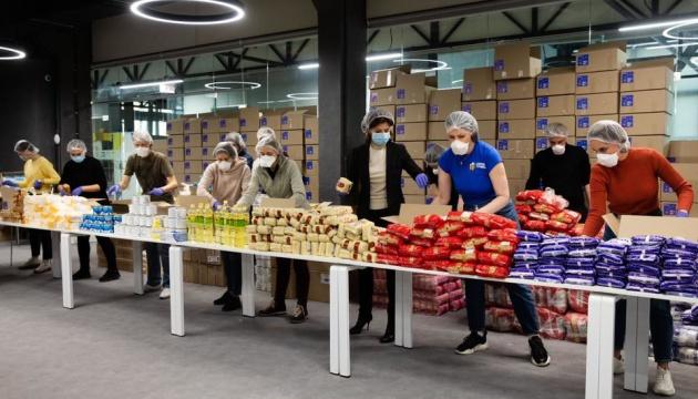 Фонд Порошенко отправил 3 000 продуктовых наборов