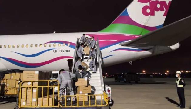 Завтра в Украину из Китая прибудет еще один самолет со средствами защиты