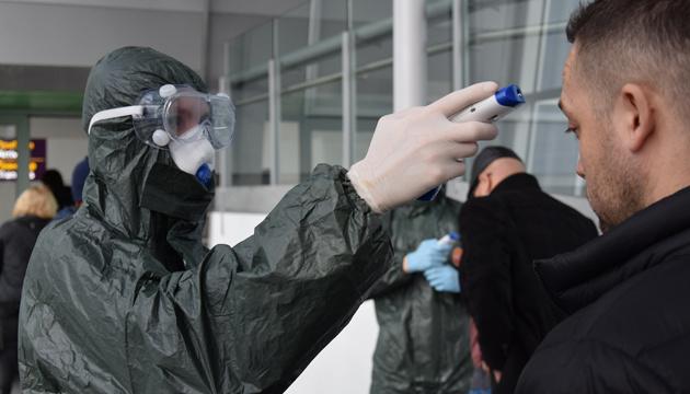 У семерых украинцев, летевших с больной гражданкой Молдовы, не обнаружили симптомов