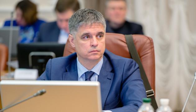 Заинтересованные в украинских заробитчанах должны предоставить им трансфер и медзащиту – Пристайко