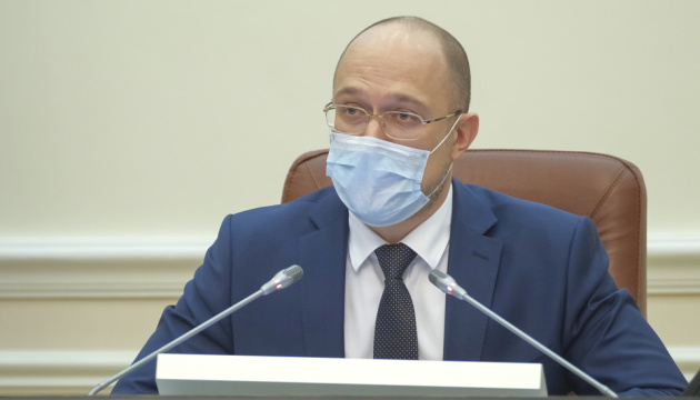 Украинцы будут носить маски в этом году, а возможно и в следующем - Шмыгаль
