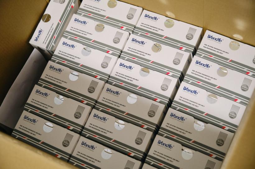 Минздрав получил от Фонда Ахметова 300 тысяч экспресс-тестов