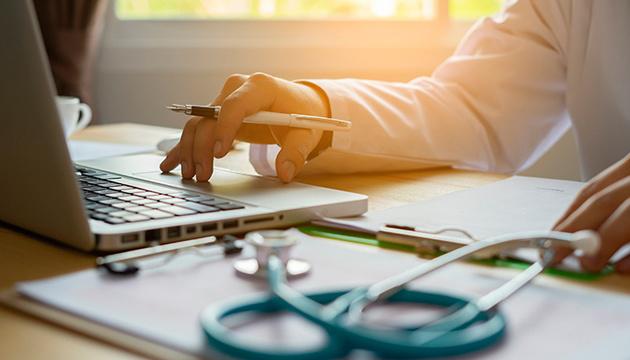 Украинские врачи теперь могут проводить консультации онлайн