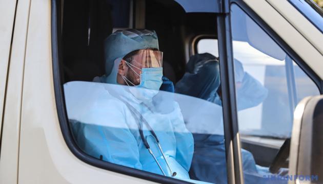 Медики,  занятые лечением больных с коронавирусом, получат три оклада - Минздрав