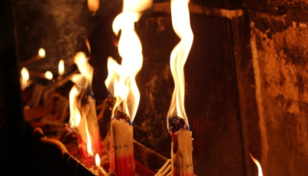 В Украину прибыл Благодатный огонь
