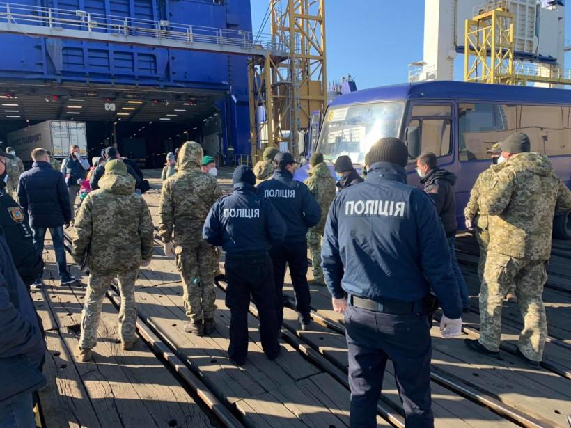 В Украину прибыл паром из Грузии, пассажиров отправили на обсервацию