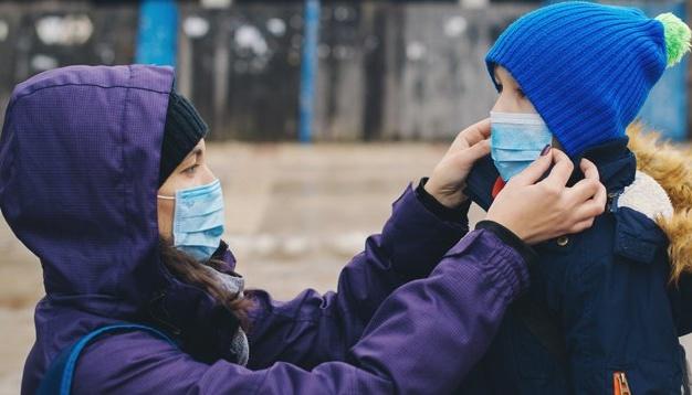Защитные маски скоро станут нормой жизни - ВОЗ