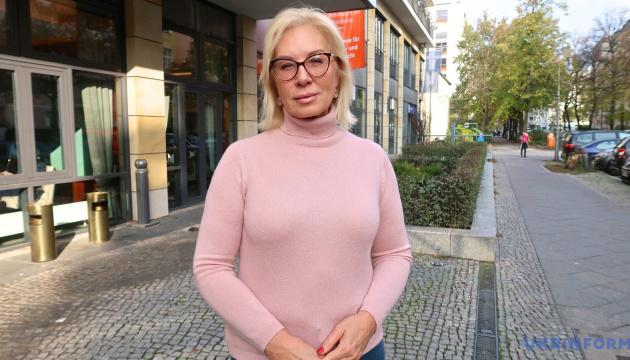 Денисова передала более 80 обращений в Центр освобождения заложников при СБУ