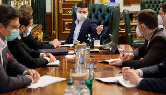 Зеленский: COVID-19 могут заразиться до 10% украинцев, если будут толпы на Пасху