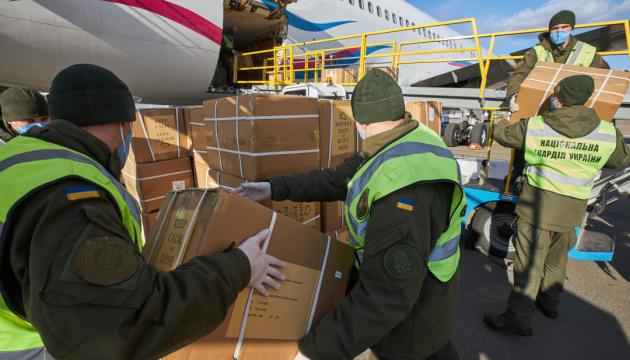 В Киев прибыл самолет из Китая с очередной партией медицинского груза