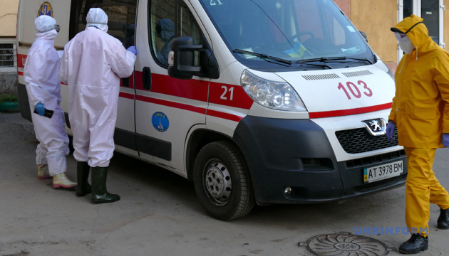 За сутки заболели 9 детей и 32 медика — Ляшко