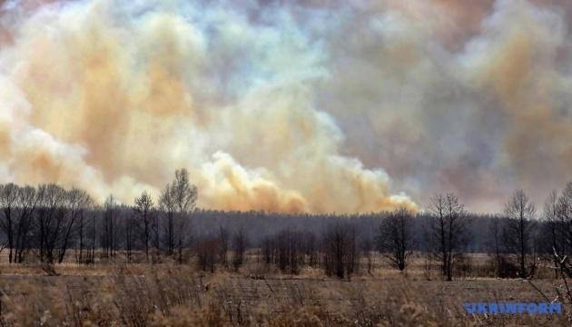 Спасатели объяснили, почему сложные пожары в зоне отчуждения