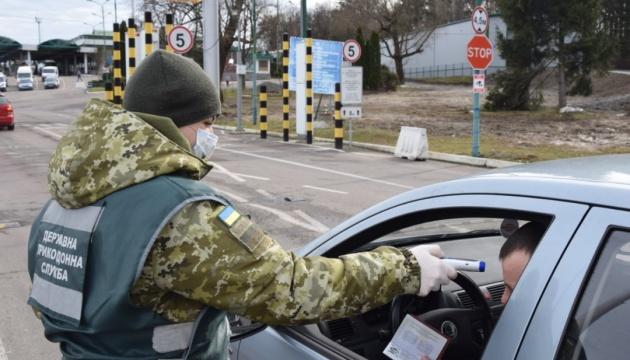 """Украина может запретить въезд иностранцам и транспорта из стран, где """"свирепствует"""" коронавирус"""