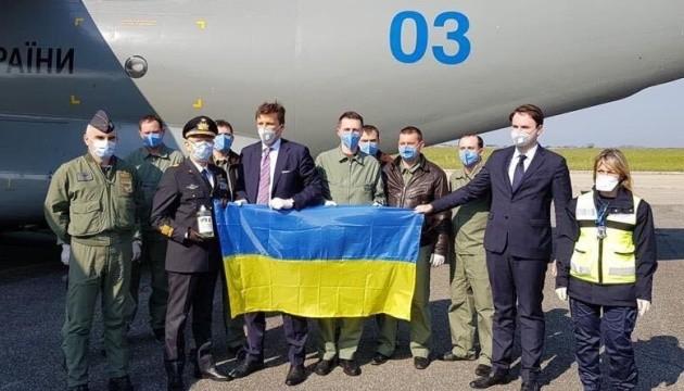 Украинский самолет с гуманитарной помощью прибыл в Италию