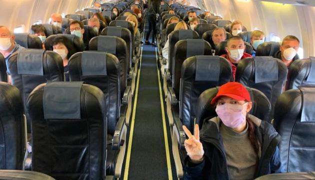 Из Франции спецрейсами вылетели еще 146 украинцев