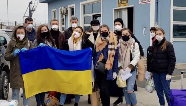 Из Турции домой паромом возвращаются около 40 граждан Украины