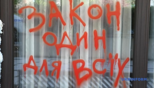 """Карантин так карантин"": экс-депутат Ляшко замуровал вход в ресторан Тищенко"