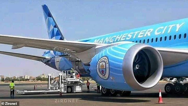 """Тематический самолет """"Манчестер Сити"""" во время пандемии возит мясо из Африки в Эмираты, - СМИ"""