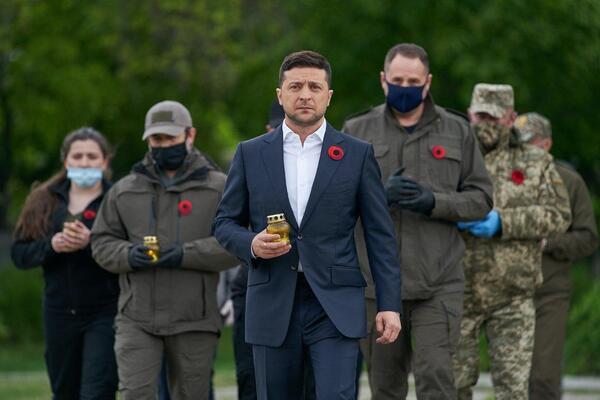Зеленский в День памяти посетил Донбасс.
