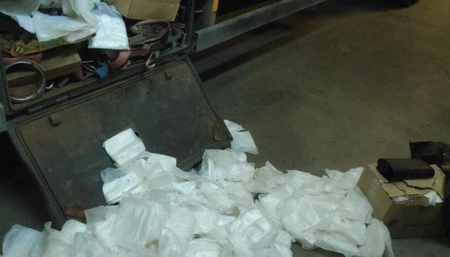 На границе с Польшей изъяли почти 200 тысяч защитных перчаток