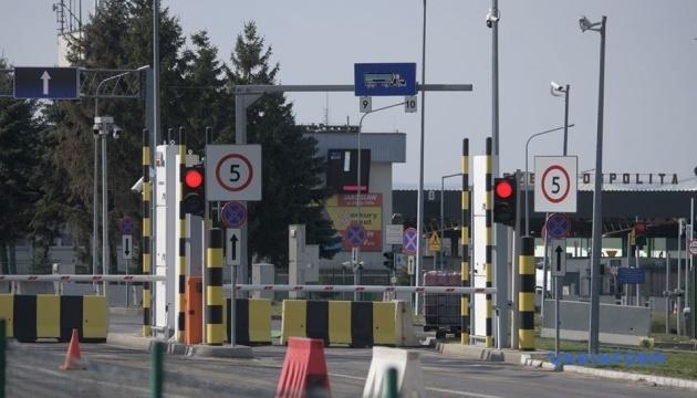 Украина возобновляет работу 66 пунктов пропуска на границах с Польшей и еще тремя странами