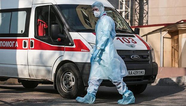 В Украине COVID-19 заболели 2154 медики