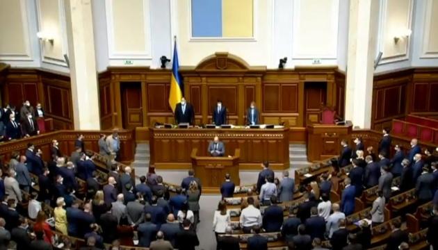 Депутаты минутой молчания почтили память умерших от коронавируса