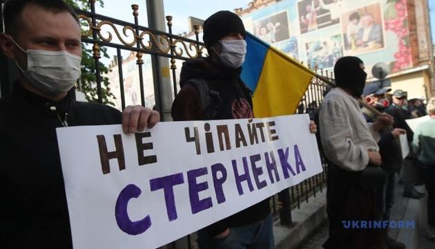 У стен СБУ проходит акция в поддержку активиста Стерненка