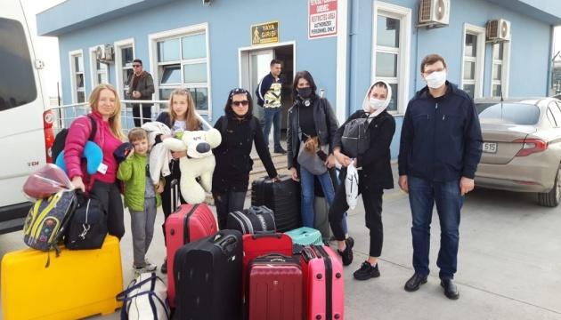 Более 70 украинцев возвращаются паромом из Турции