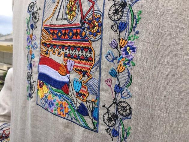 Посол Нидерландов нарядился в вышиванку в нидерландском стиле