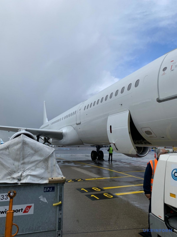 Эвакуационным рейсом доставили тело погибшей в Нидерландах украинки