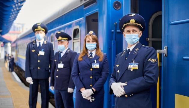"""Не больше двух в купе и уборки ежечасно: УЗ назвала """"карантинные"""" требования к поездам"""