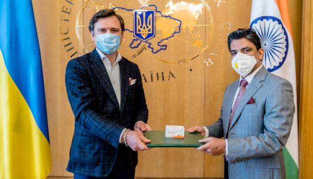 Индия передала Украине 30 тысяч таблеток противовирусного препарата - МИД