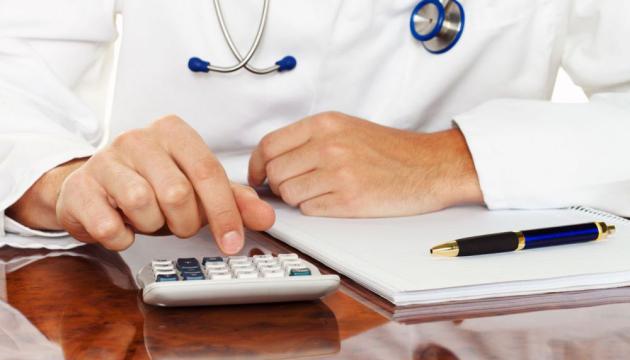 Минздрав предлагает повысить зарплаты медикам на 50% с июля