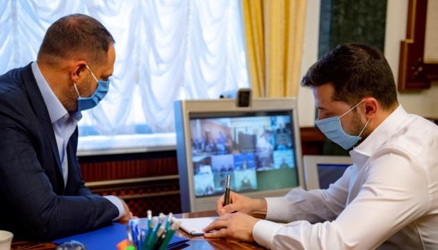 Совещание у Зеленского: 300% врачам за март полностью выплатили в 14 областях