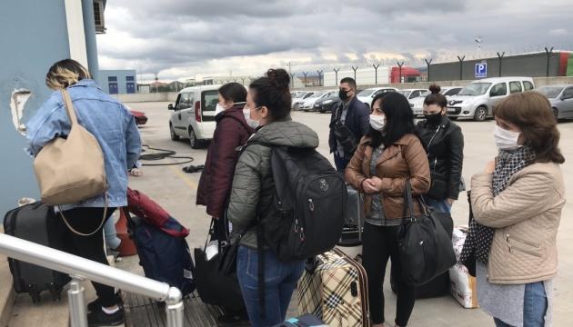 Из Турции паромом в Одессу отправили домой ещё 38 украинцев