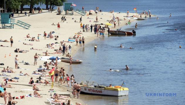 Носить маски на пляже не обязательно – Минздрав