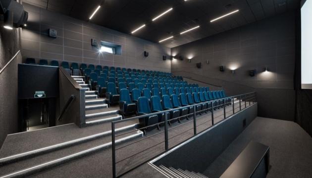 Кинотеатры в Украине пока что работать не будут — Минздрав