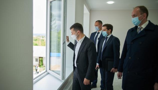 """Зеленский хочет добавить студенческие общежития в проект """"Большое строительство"""""""