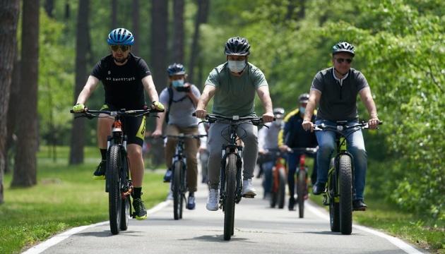 На Банковой прокомментировали общение Зеленского со СМИ во время велопробега
