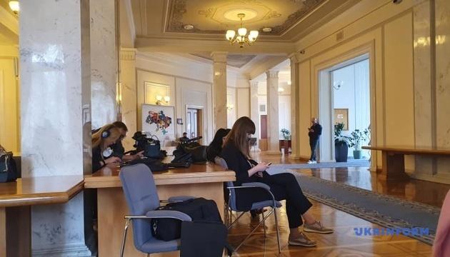 """""""Карантинные"""" послабления: в пресс-центре Рады работают три десятка журналистов"""
