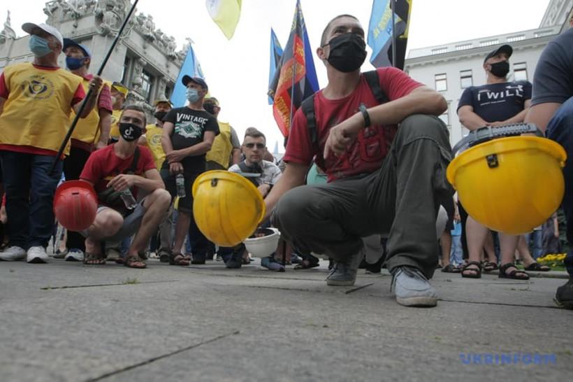 Протесты на Банковой: шахтерам предложили встречу со Шмыгалем