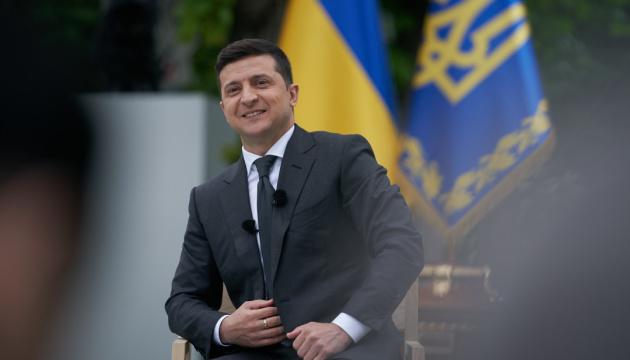 Зеленский пожелал всем участникам ВНО 200 баллов