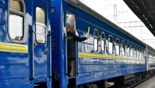 Укрзализныця возобновила пассажирское сообщение с западными областями
