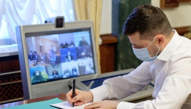 Зеленский подписал закон об экспериментальных препаратах в лечении COVID-19